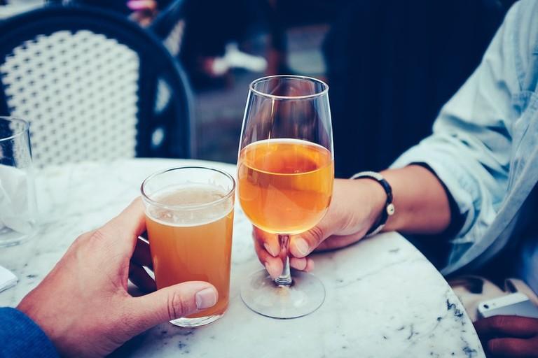 https://pixabay.com/en/beer-juice-drink-alcoholic-beverage-2562037/