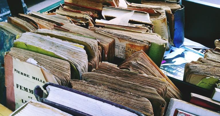 books-1644060_1920