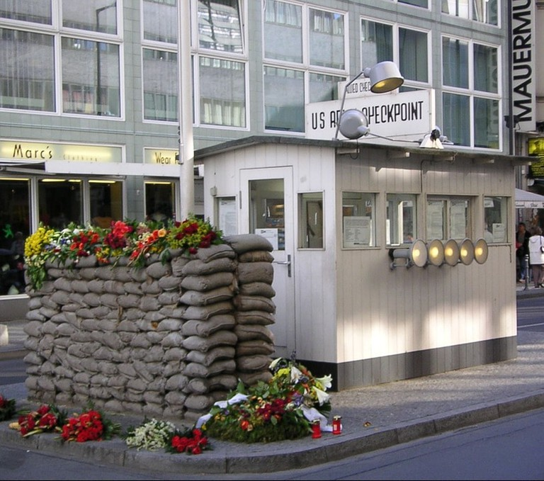 checkpoint-charlie-250594_960_720