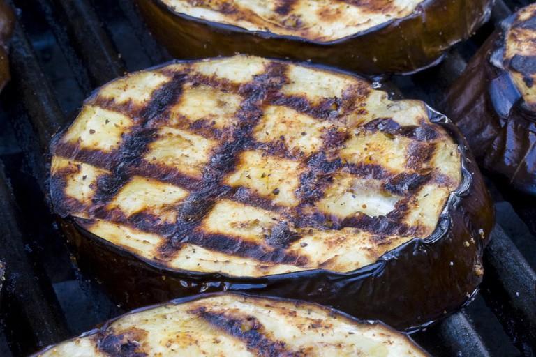 Grilled eggplant © woodleywonderworks / Flickr