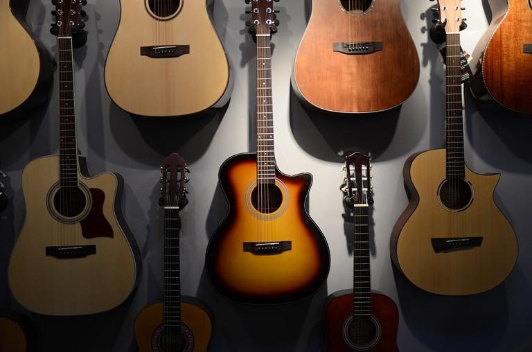https://pixabay.com/en/guitar-hobby-songs-2650814/
