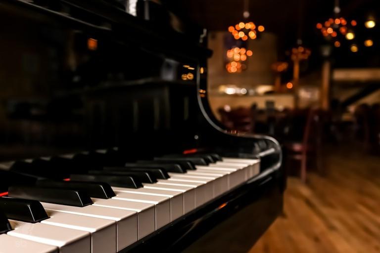 https://pixabay.com/en/piano-instrument-keys-3184611/