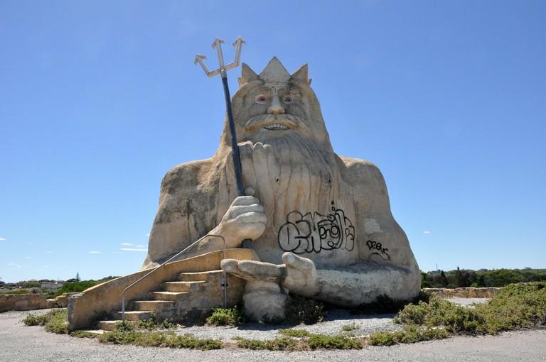 Statue of King Neptune at Atlantis Marine Park © Tor Lindstrand / Flickr