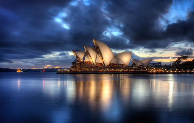 Sydney Opera House at dawn © Brent Pearson / Flickr