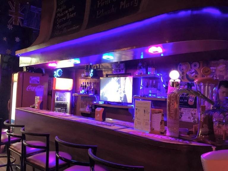 Elly's Bar & Grill