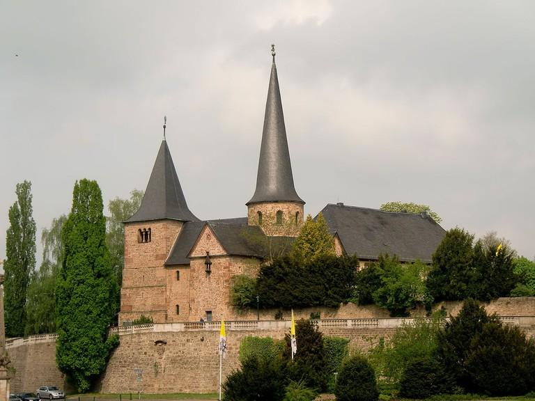 1280px-Michaelskirche_(Fulda)_-_Ostseite_über_Domplatz
