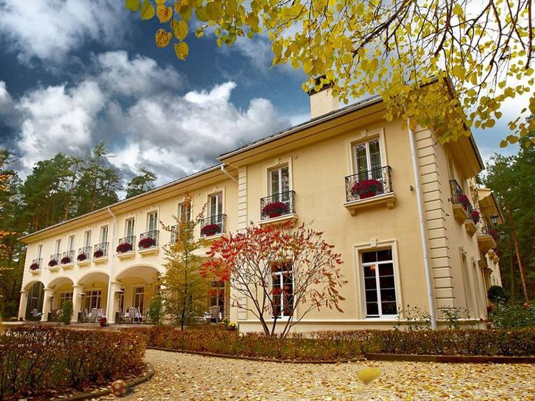 The elegant facade at the Kronon Park Hotel, Grodno | © Kronon Park Hotel