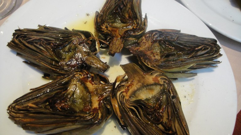 Artichokes cooked on the grill © Joselu Blanco