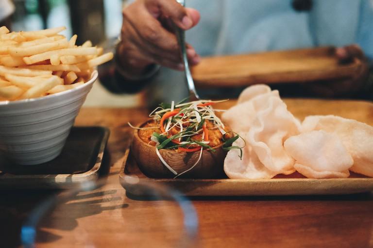 Indonesian crackers, fries and sambal