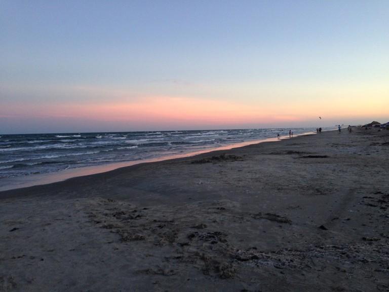 beach-962844_1920
