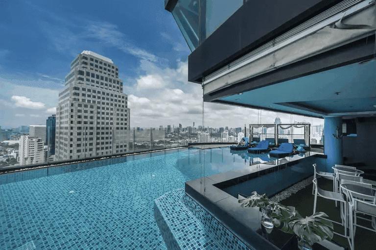 The infinity pool at the Continent Hotel Bangkok