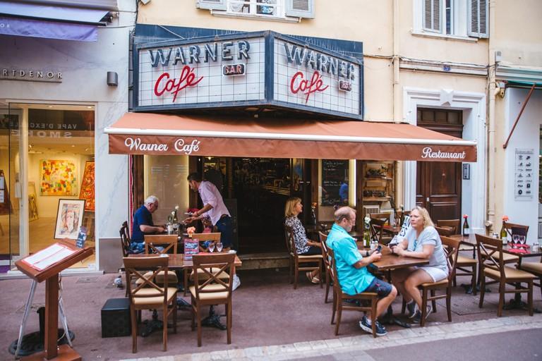 JCTP0068-Warner Cafe-Cannes-France-Fenn--165