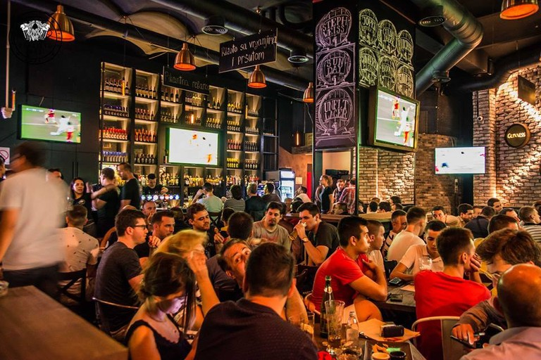Another packed game at Spasićev Pub in Belgrade