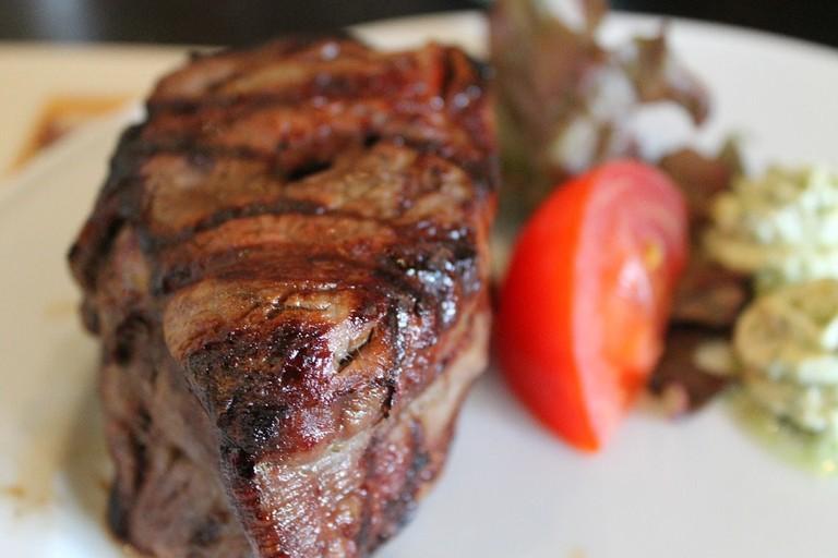 https://pixabay.com/en/steak-maredo-steakhouse-medium-2764210/