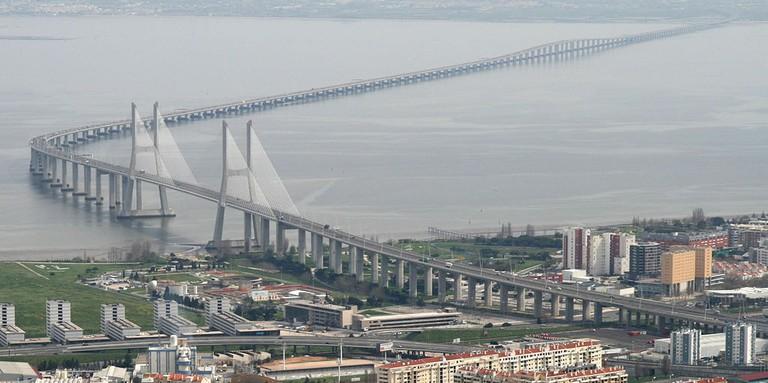 Vasco_da_Gama_Bridge_aerial_view