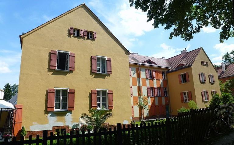 1200px-Bohnsdorf_Gartenstadtweg_Tuschkastensiedlung-001