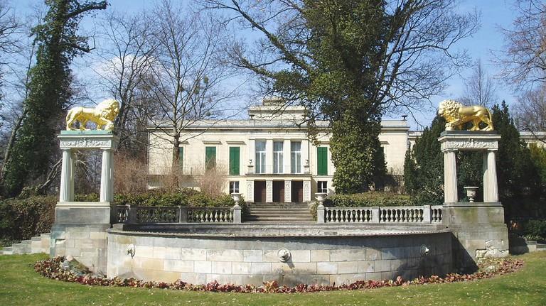 1200px-Schloss_Glienicke_Süden