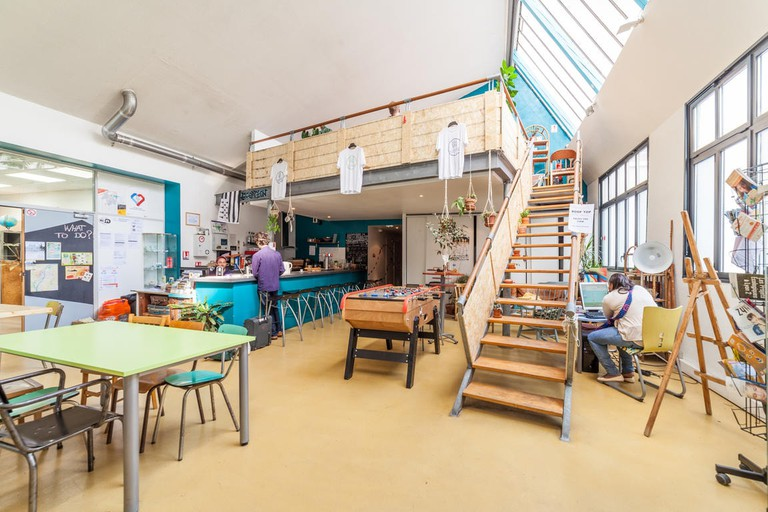 Alter'hostel is on the banks of the Saône River
