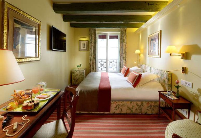 Le Relais Montmartre has a countryside feel to it