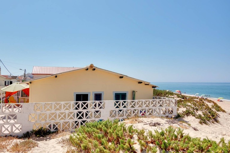 Entire house on Faro beach
