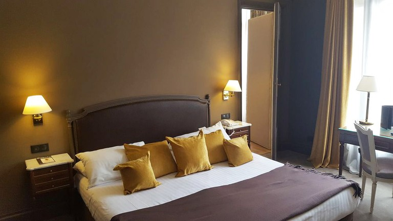 Guestroom at Hotel Carlton