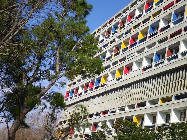 Hôtel Le Corbusier is housed in the renowned Brutalist complex Cité Radieuse