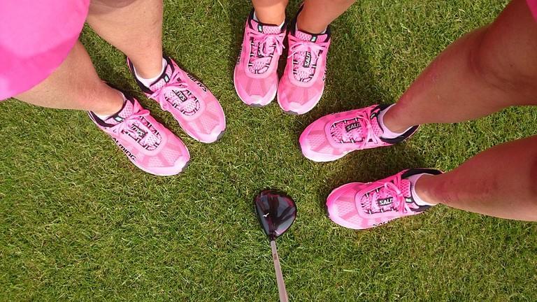 https://pixabay.com/en/pink-sneakers-golf-feet-shoes-1267326/