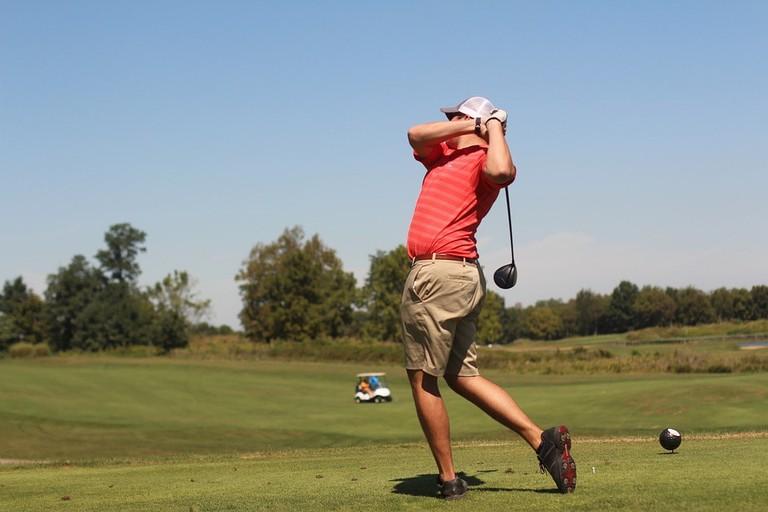 https://pixabay.com/en/man-golf-golfing-sport-green-1703972/