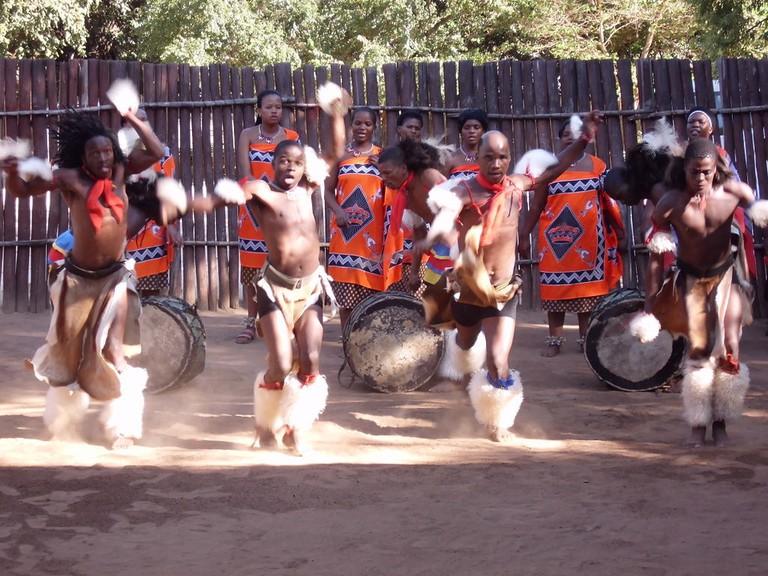 Mantenga dancers