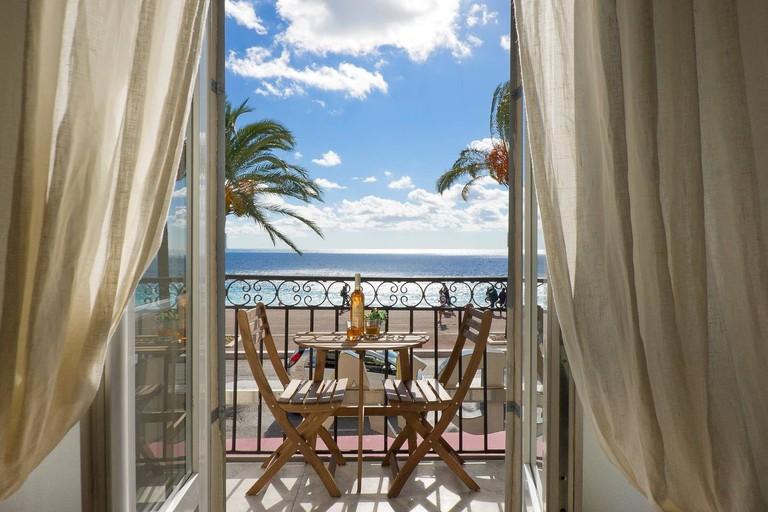 Mare overlooks the Promenade des Anglais