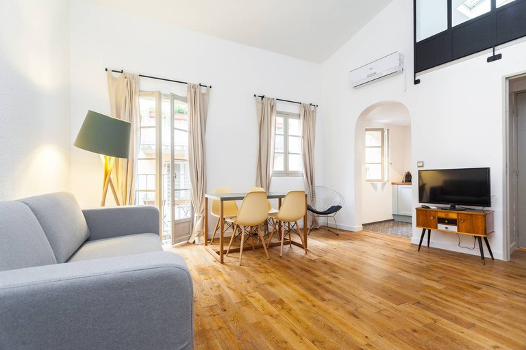 This duplex is classy  © Airbnb
