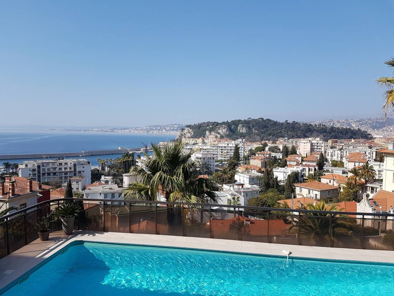 The poolside view in Nice  © Airbnb