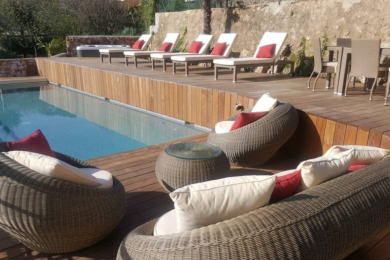 Charming hillside villa with pool  © Airbnb