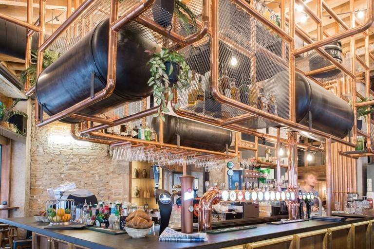 Hopper bar