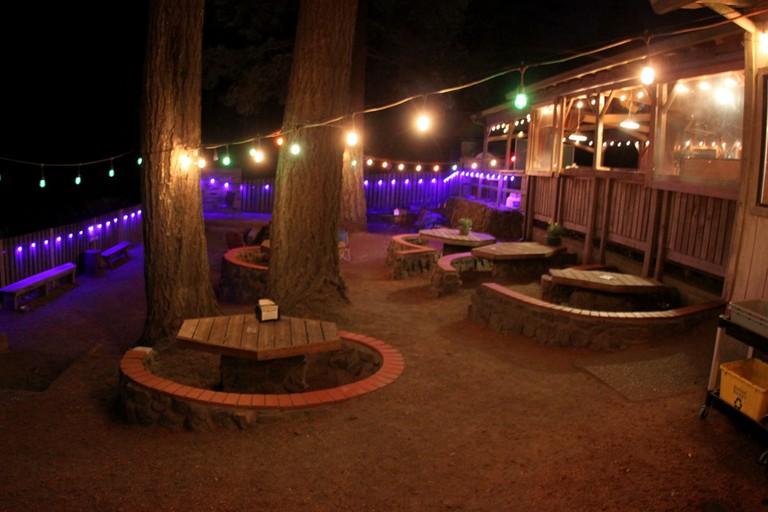 skyline-tavern-patio