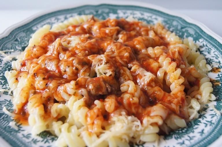 https://pixabay.com/en/eating-spaghetti-pasta-tomato-sauce-423436/