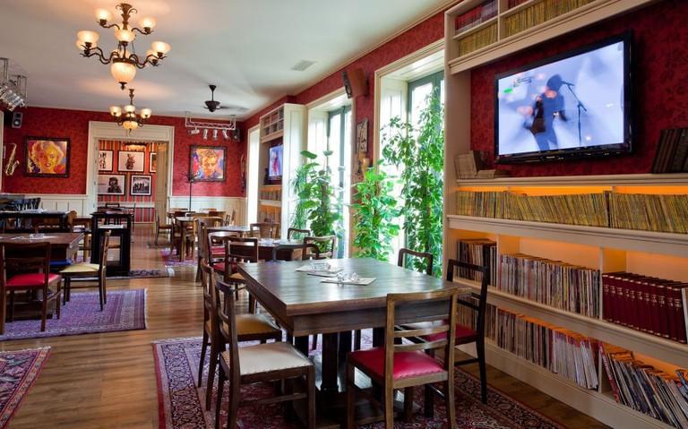 The airy upstairs of Stara Pizzeria