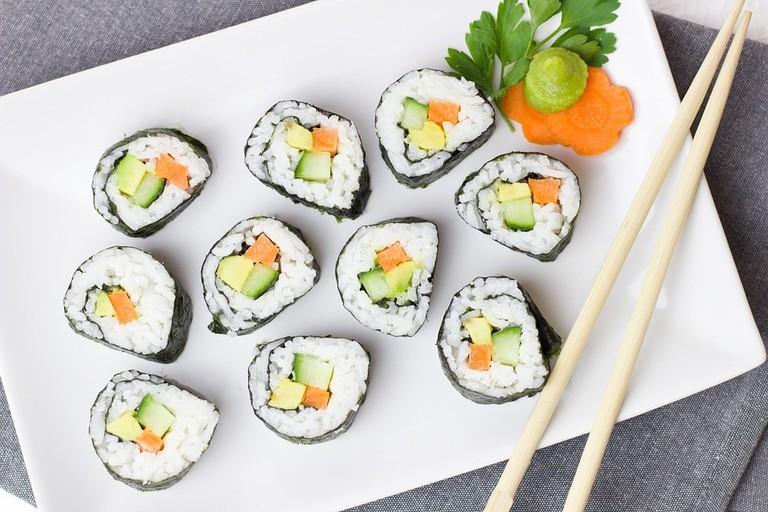 https://pixabay.com/en/sushi-vegetarian-vegetables-rice-2112350/