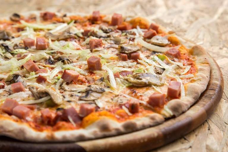 School Bar Pizza