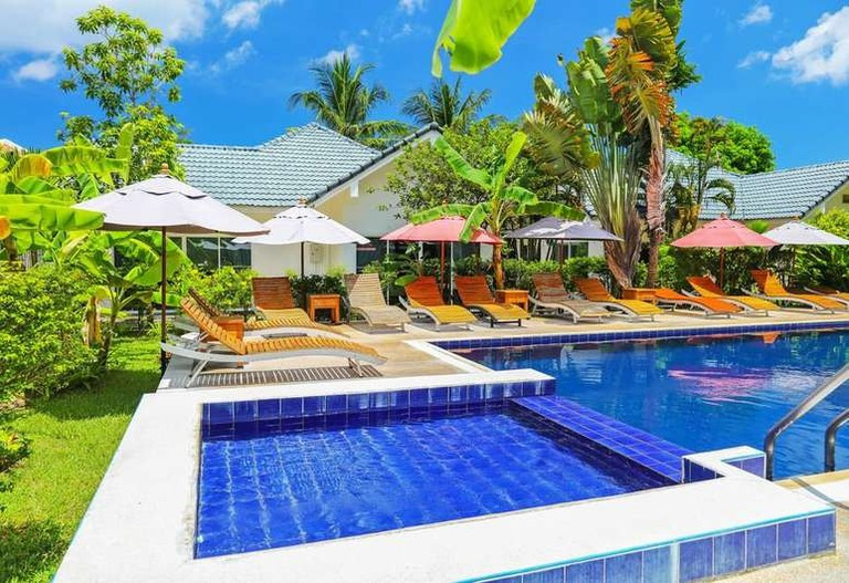 Swimming pool at Baan Nueng@Kata