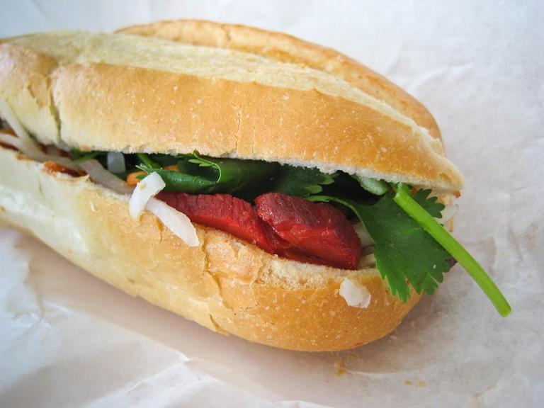 Banh mi Vietnamese bread roll © Ernesto Andrade / Flickr