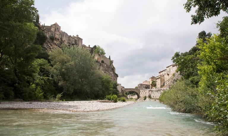 The river Ouvèze at Vaison-La-Romaine, France |© mj - tim photography / Shutterstock