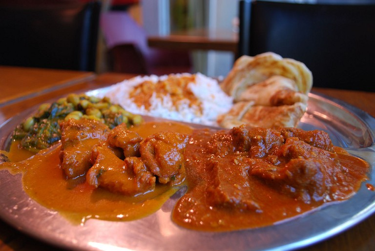 Curry and naan bread © Alpha / Flickr