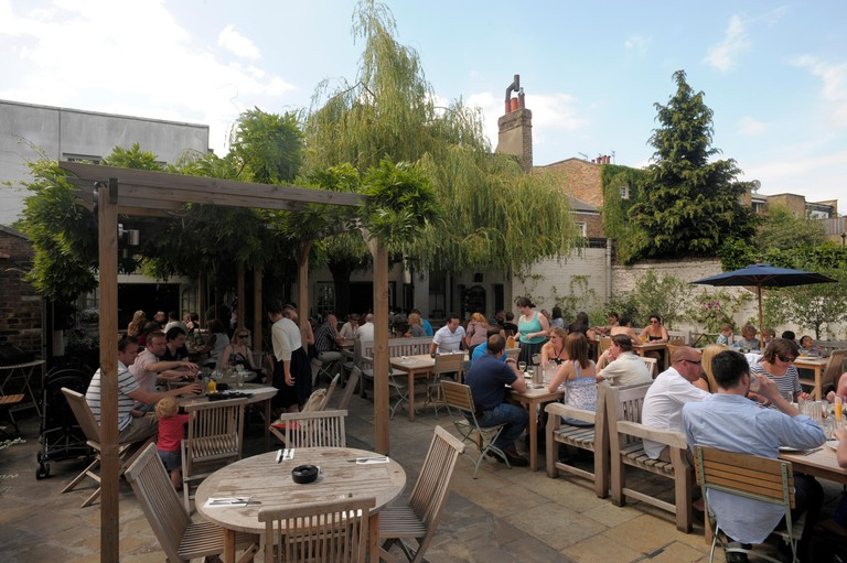 The Albion pub and garden 10 Thornhill Rd, London N1. Image shot 08/2012. Exact date unknown.