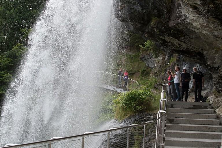 Steinsdalsfossen ved Norheimsund i Kvam kommune, Nasjonal turistveg Hardanger. ©Foto: Roger Ellingsen / Statens vegvesen