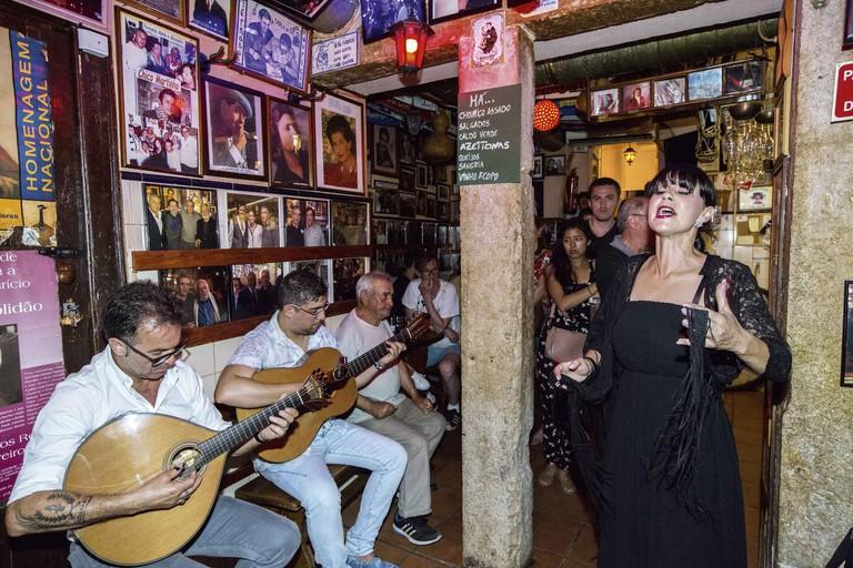 Stadtviertel Bairro Alto: Fado-Lokal Tasca do Chico,  Fado-Saengerin Carla Linhares, Lissabon | usage worldwide