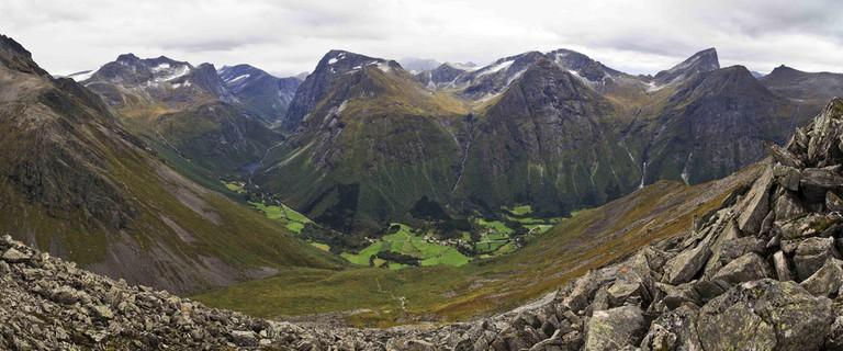 The Norangsdal valley, where the Lake Lygnstøylvatnet is located