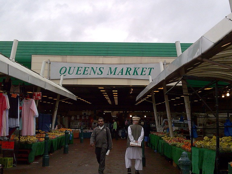 Fruit_stands_at_Queens_Market
