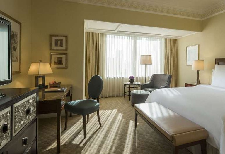 There are 422 guest rooms at the Four Seasons Hotel Shanghai