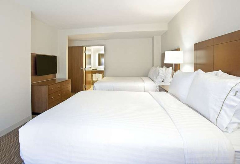 TheHoliday Inn Express & Suites Austin Downtown is within walking distance of the Texas State Capitol